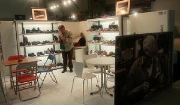 Losal cierra en Madrid contactos para vender sus zapatos a modistos.