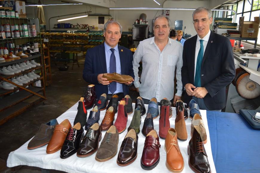 Francisco Conde destaca la tradición e innovación en el calzado artesano Losal.